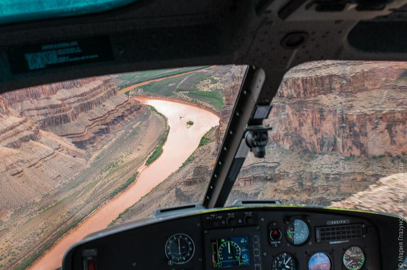 Взгляд на Гранд-Каньон из вертолёта