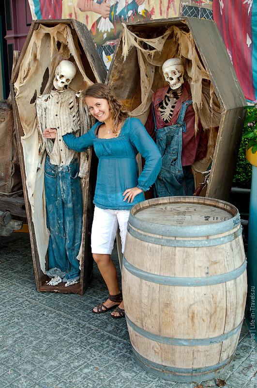 Гробы со скелетами