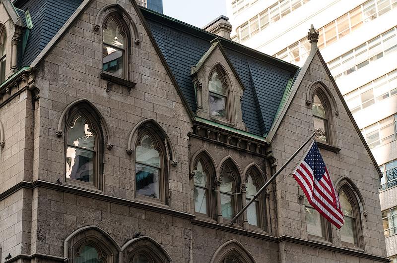 Флаги на зданиях