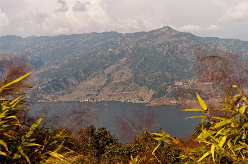 Озеро Фева в окружении Гималаев