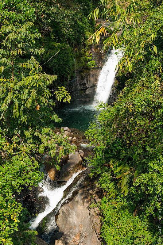 Водопад в Гималаях