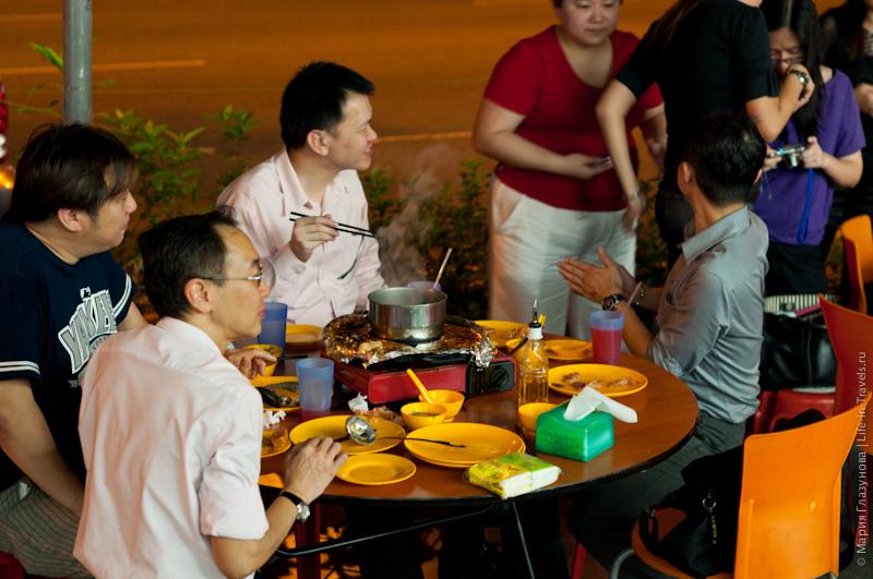 Самостоятельное приготовление блюда в кафе Сингапура