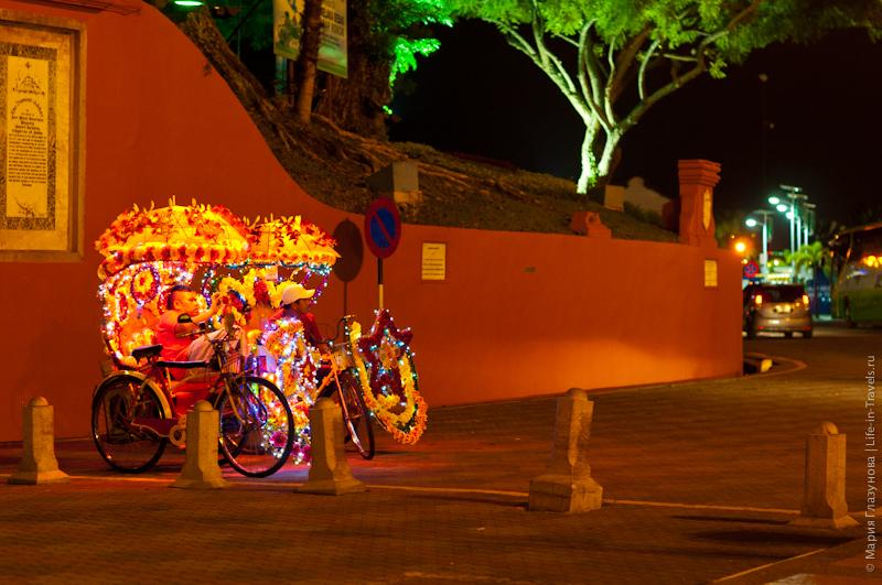 Ночная подсветка у вело-рикш