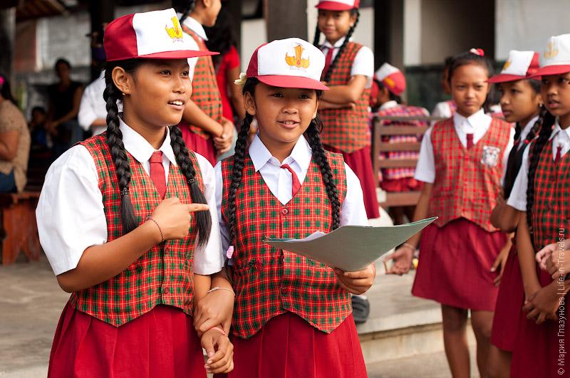Школьники на Бали