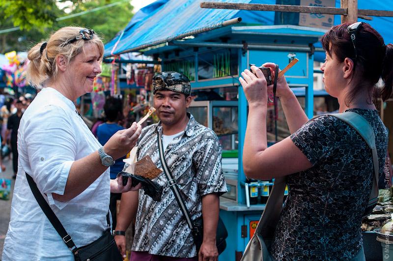 Балийский гид и туристки
