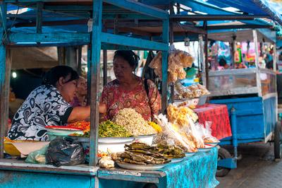 Ночной рынок в Гианьяре.jpg