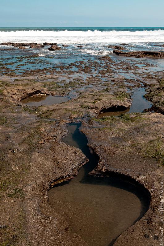 Причудливые узоры на берегу
