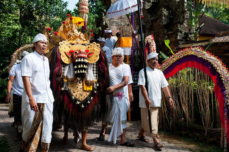 Балийская церемония с масками