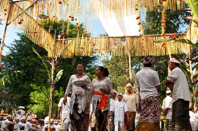 Семейные процессии в храм