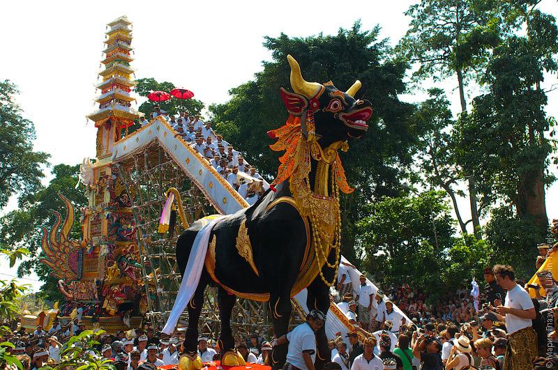 Королевская кремация на Бали
