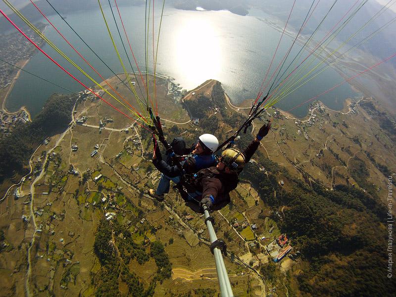 Полёт на параплане над Гималаями