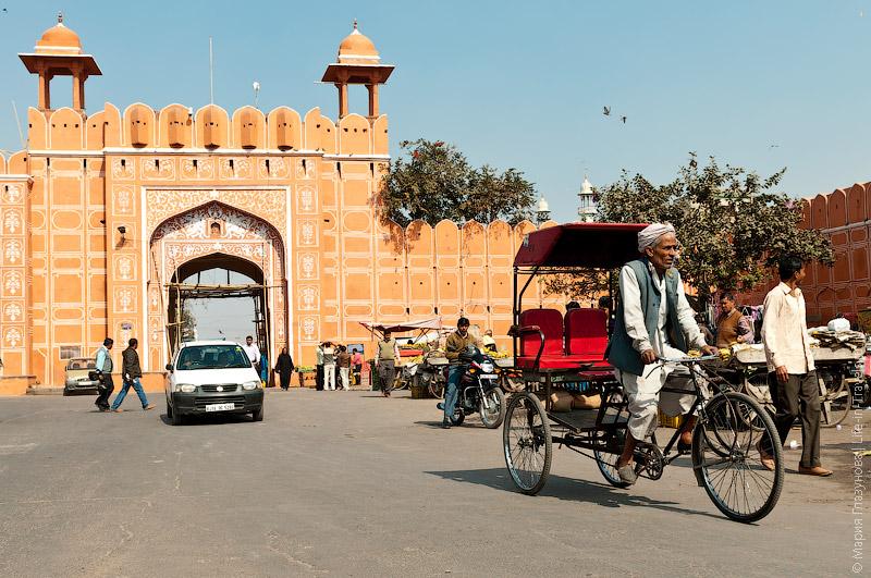 Старые ворота в Джайпуре