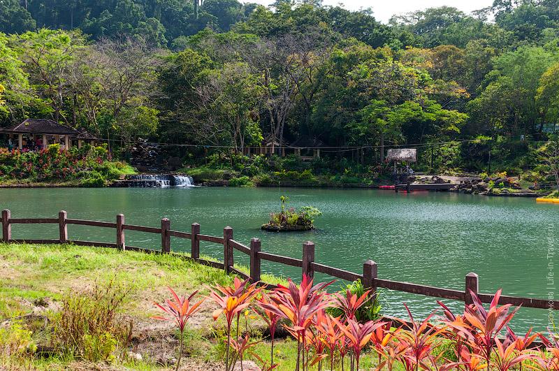 Озеро в парке Мамбукал
