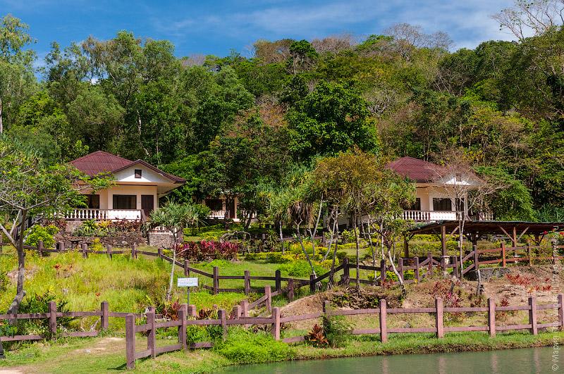 Коттеджи в парке Мамбукал