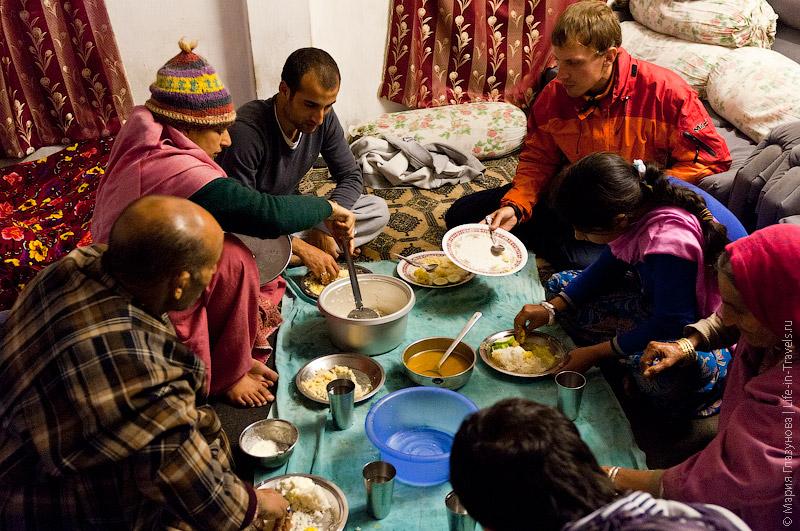 Обед в семье непальцев