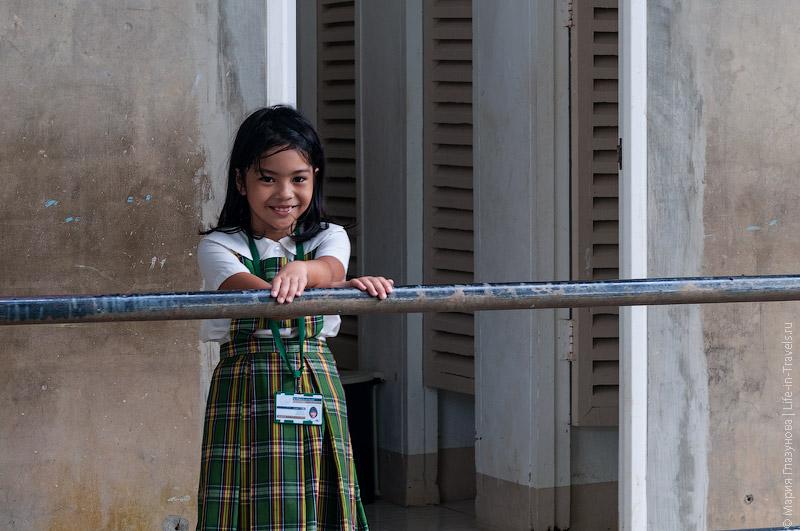 Филиппинская школьница