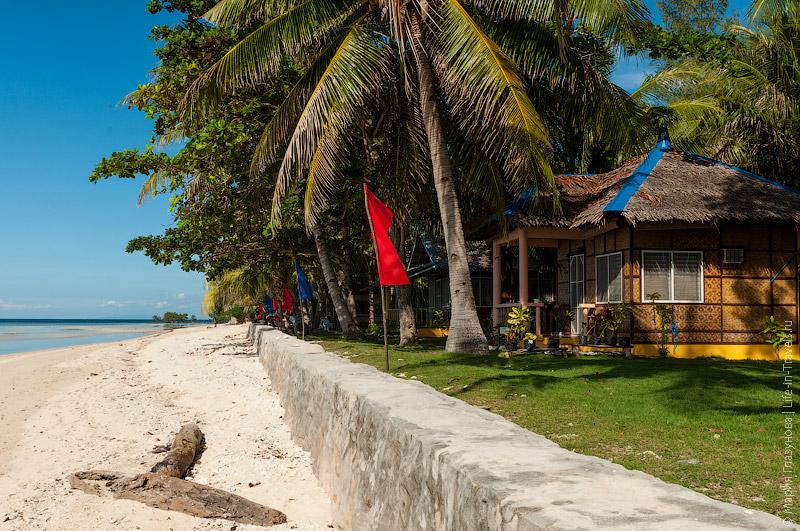Пляж у отеля Islander Paradise