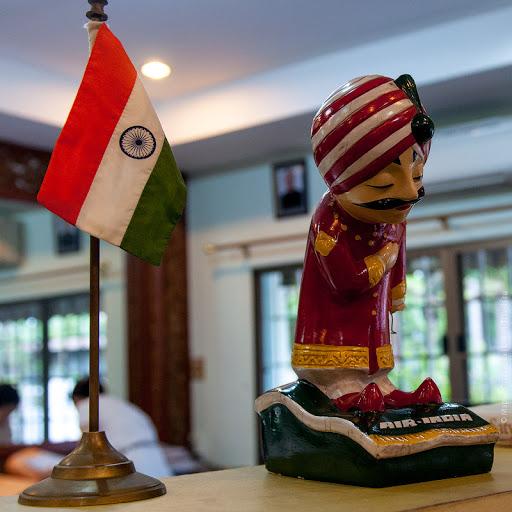 В индийском консульстве