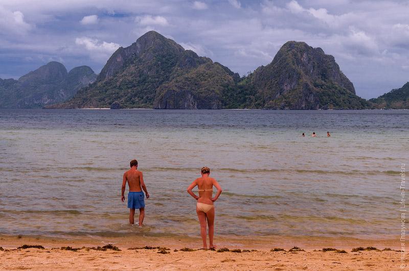 Пляж под пальмами