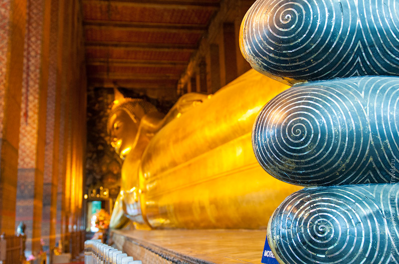 Золотой лежачий Будда