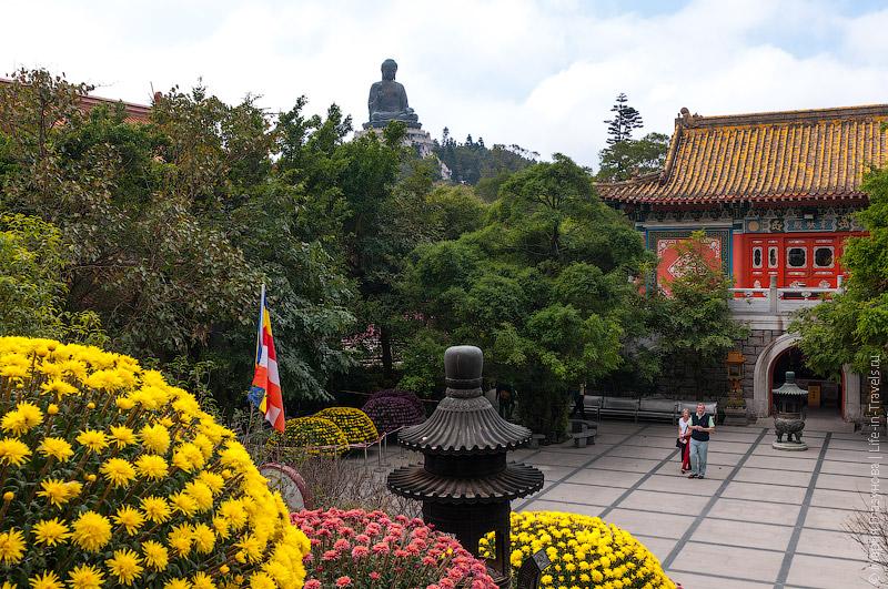 Большой Будда – вид из монастыря По Линь