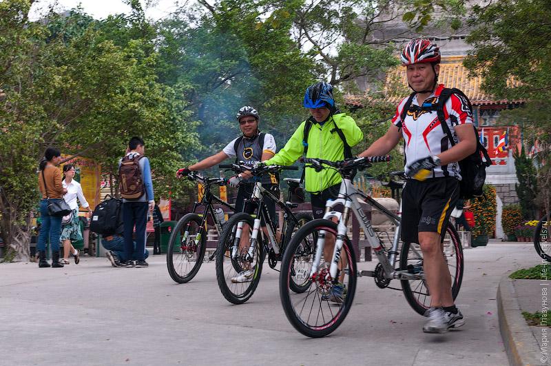 Велосипедисты у По Линь