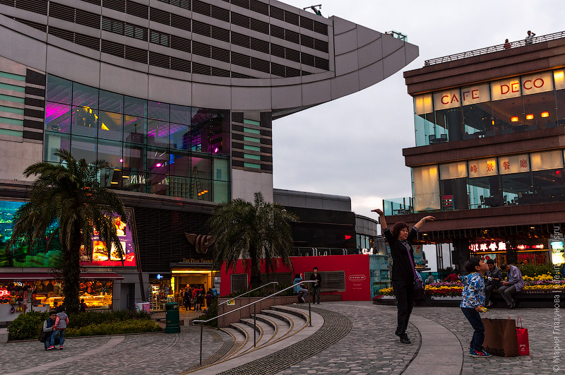 Пик Виктория – развлекательный центр с магазинами и кафе