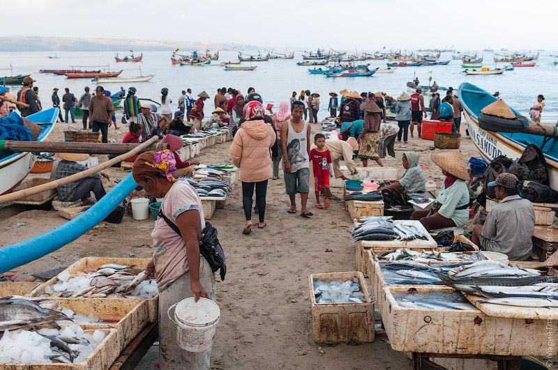 Рыбный рынок в разгаре