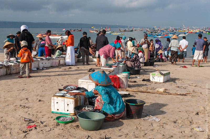 Рынок на самом берегу