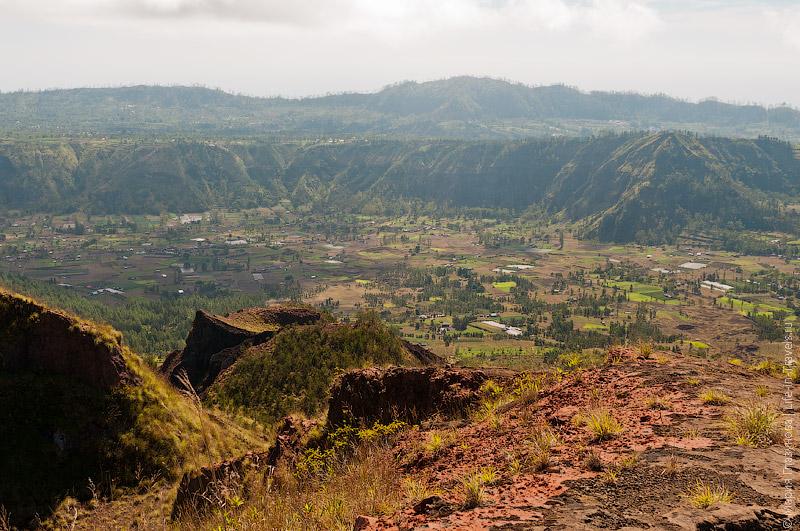 Трекинг по вулканической лаве