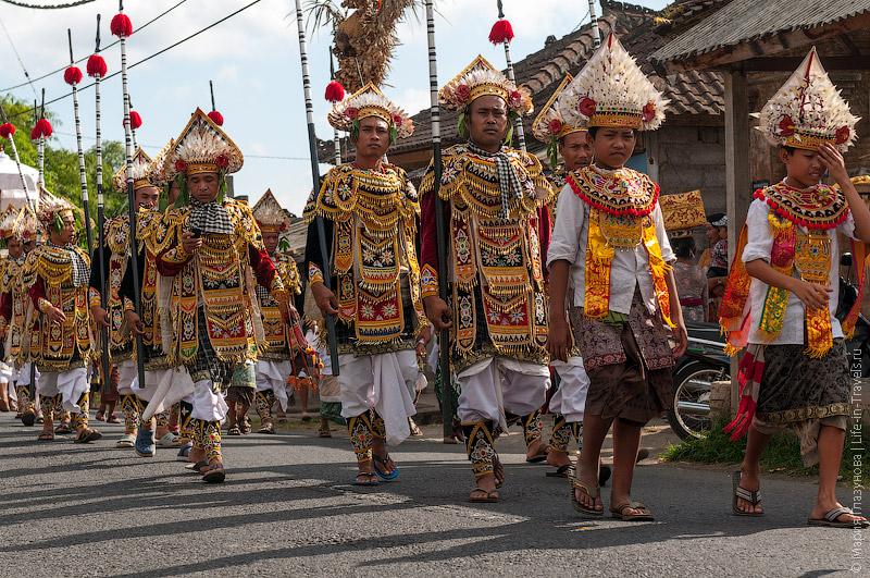 Празничные одеяния балийцев