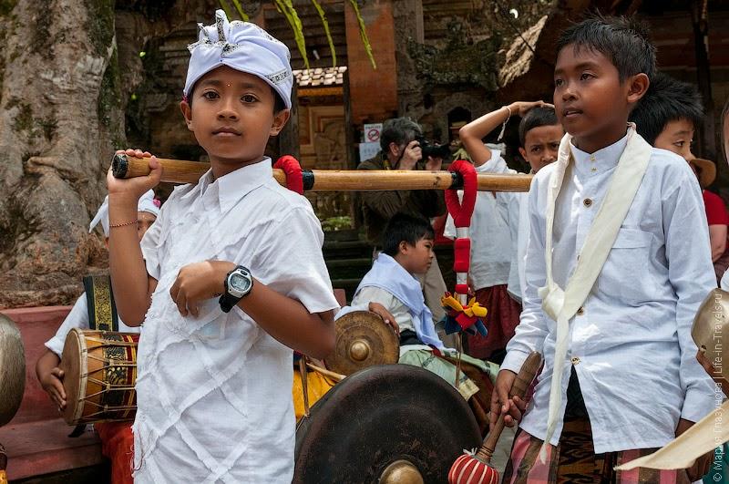 Празднование Галунгана