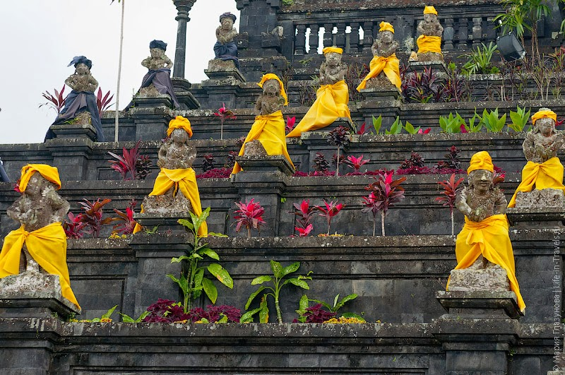 Статуи в дни церемоний