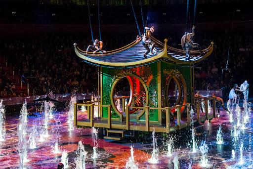 Шоу «Дом Танцующей Воды» (The House of Dancing Water)