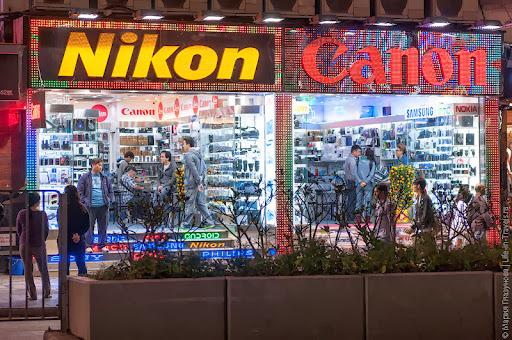 Nikon или Canon  — цены на фототехнику в Гонконге