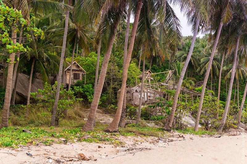 Останки бунгало на пляже