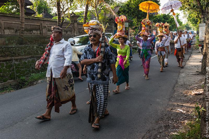 Праздничные процессии на Бали