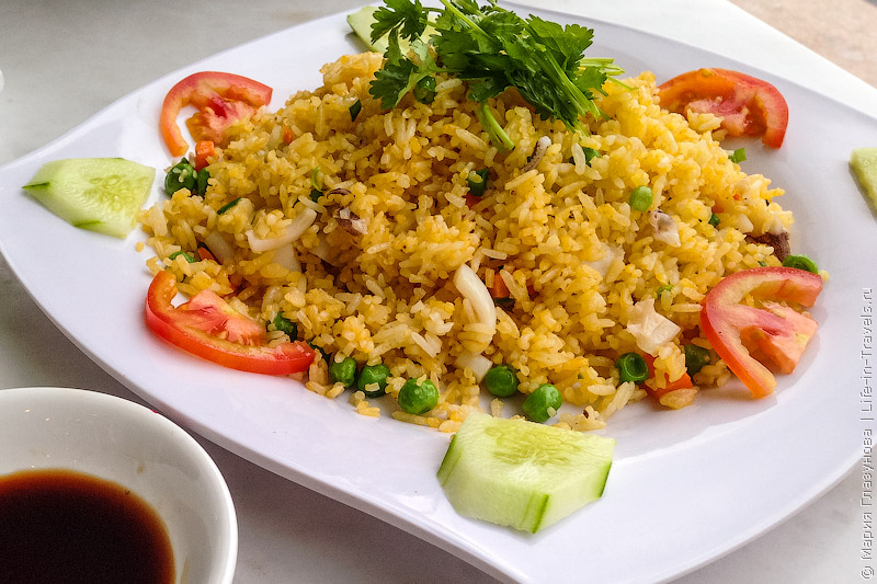 Вьетнамская кухня: Жаренный рис с морепродуктами