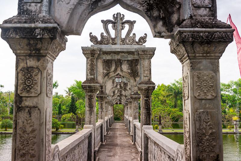 Водный дворец на Бали Таман Уджунг