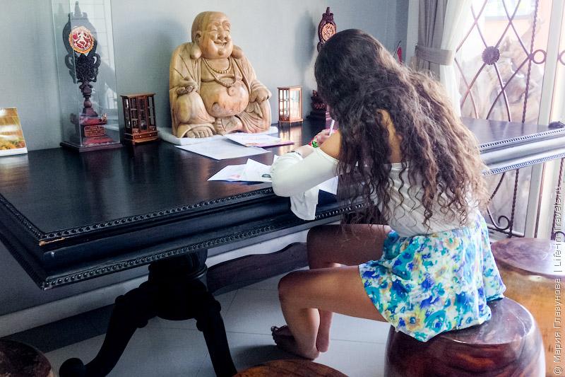 Австралийка в тайском консульстве