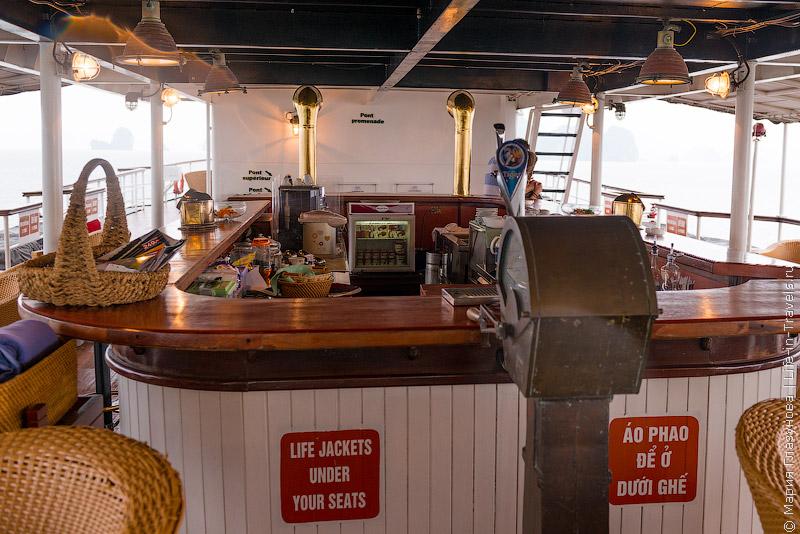кафе на палубе