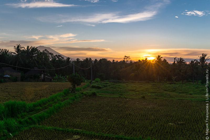 Вид с балкона на Агунг