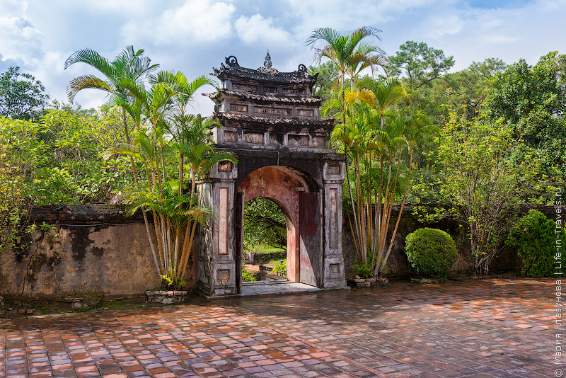 ГробницаМинь Мана (Minh Mang Tomb), Хюэ, Вьетнам.jpg