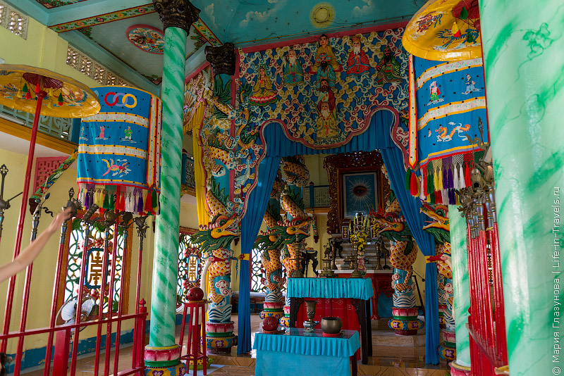 Храм Cao Dai