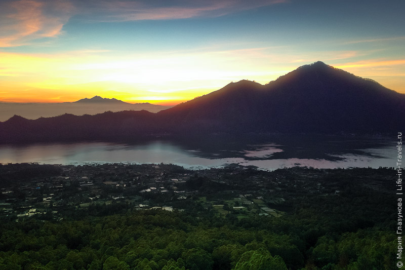 Рассвет с вулкана Батур
