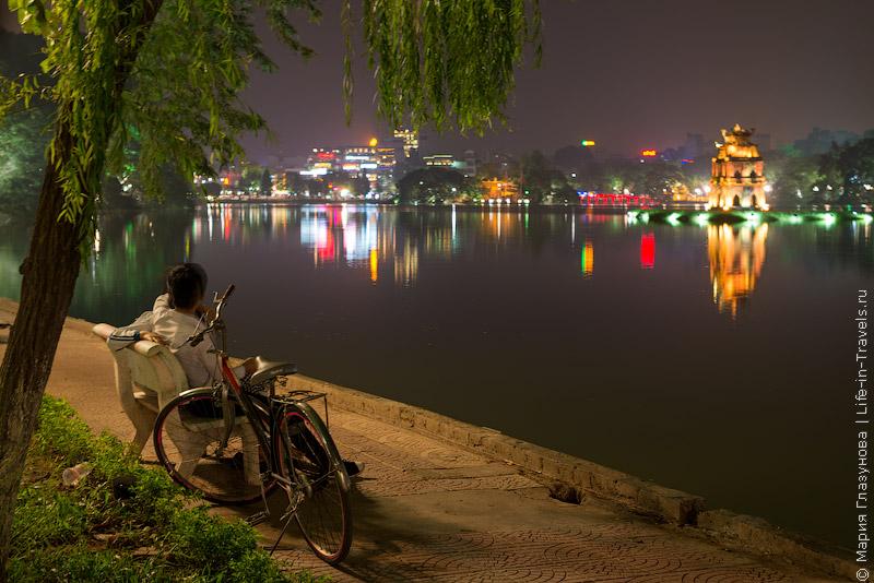 Озеро Возвращенного Меча (Озеро Хоан Кием – Hoan Kiem Lake) в Ханое