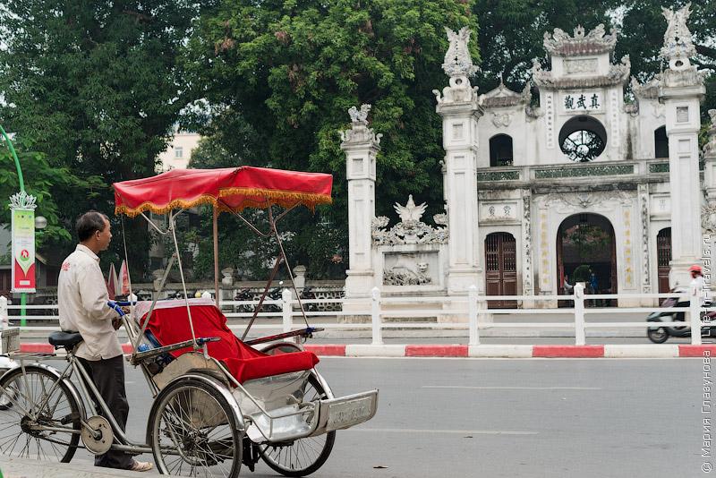 Храм Куан Тхань (Quan Thanh Temple) в Ханое