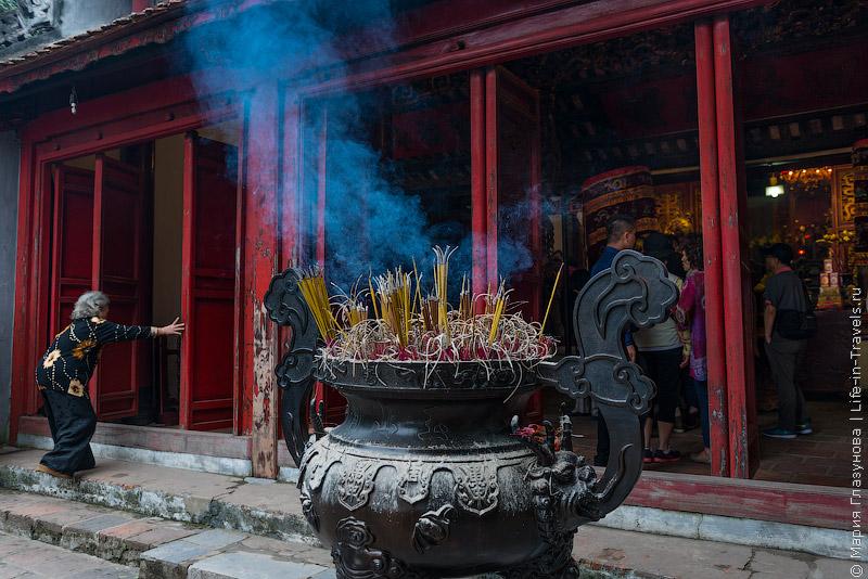 Храм Нефритовой горы (Ngok Son Temple) в Ханое