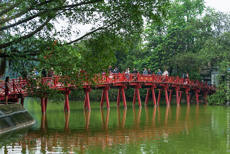 Мост Хук (Мост утреннего солнечного света) в Ханое