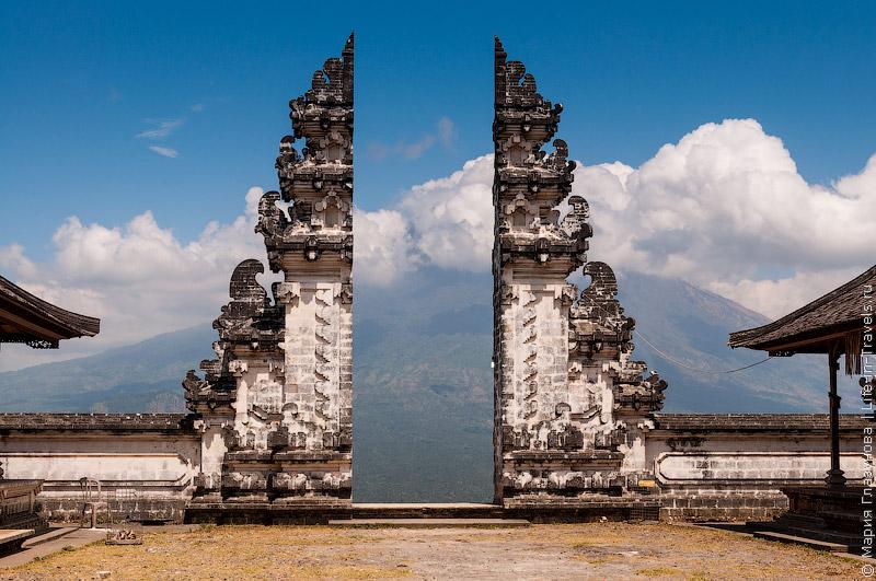 Пура Лемпуянг, Бали